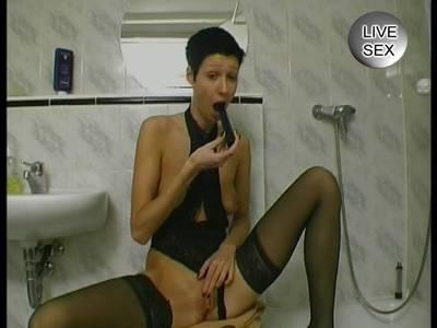 Amateur Schlampe furzt beim Duschen in die Cam