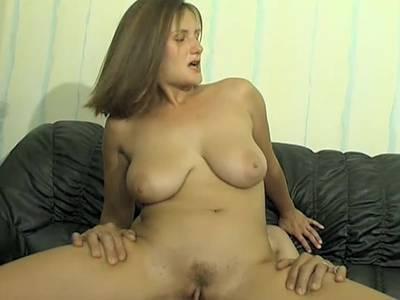 Harter Arschfick für die MILF mit den riesen Titten