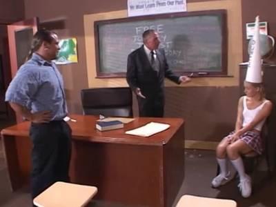 Junges Girl lässt sich vom Lehrer in den Arsch ficken
